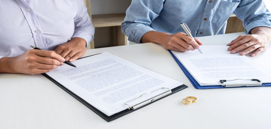 Předmanželská smlouva není jen pro případ rozvodu, hodí se i zamilovaným párům